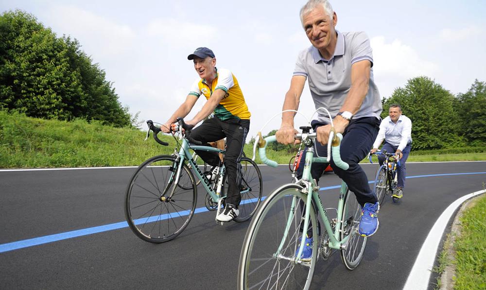 Francesco Moser, insieme a Mario Bodei, presidente di dateciPista, fa una sgambatina al Velodromo Parco Nord