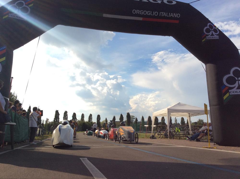 Durante la Festa al Velodromo Parco Nord, l'esibizione delle F1 a pedali