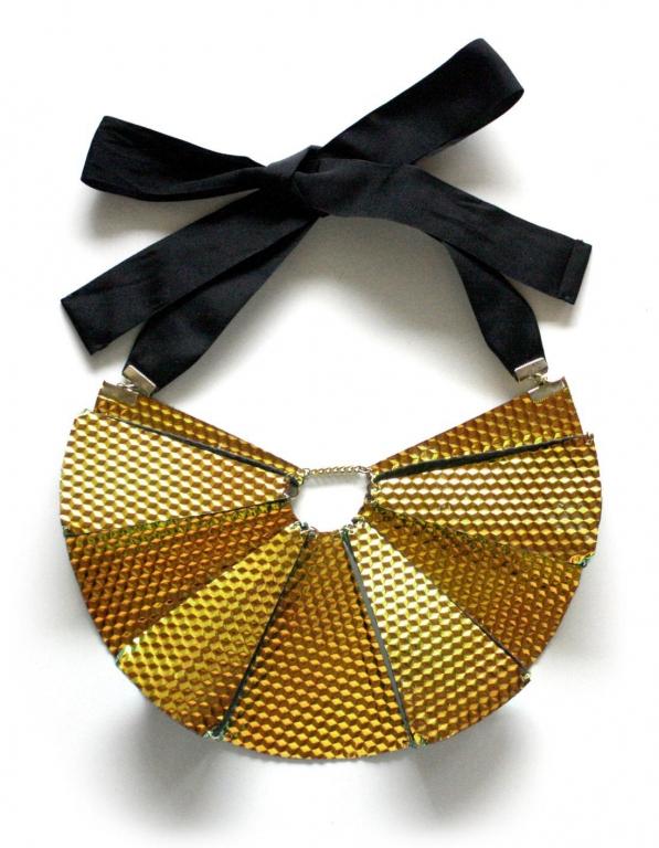 My Golden Cage round necklace