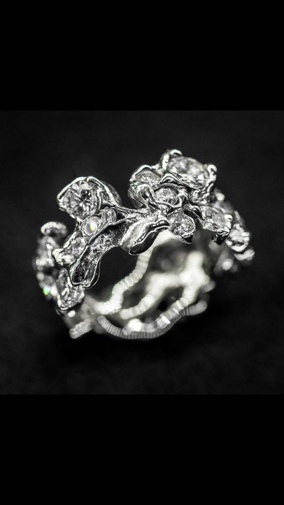 Anello floreale diamanti