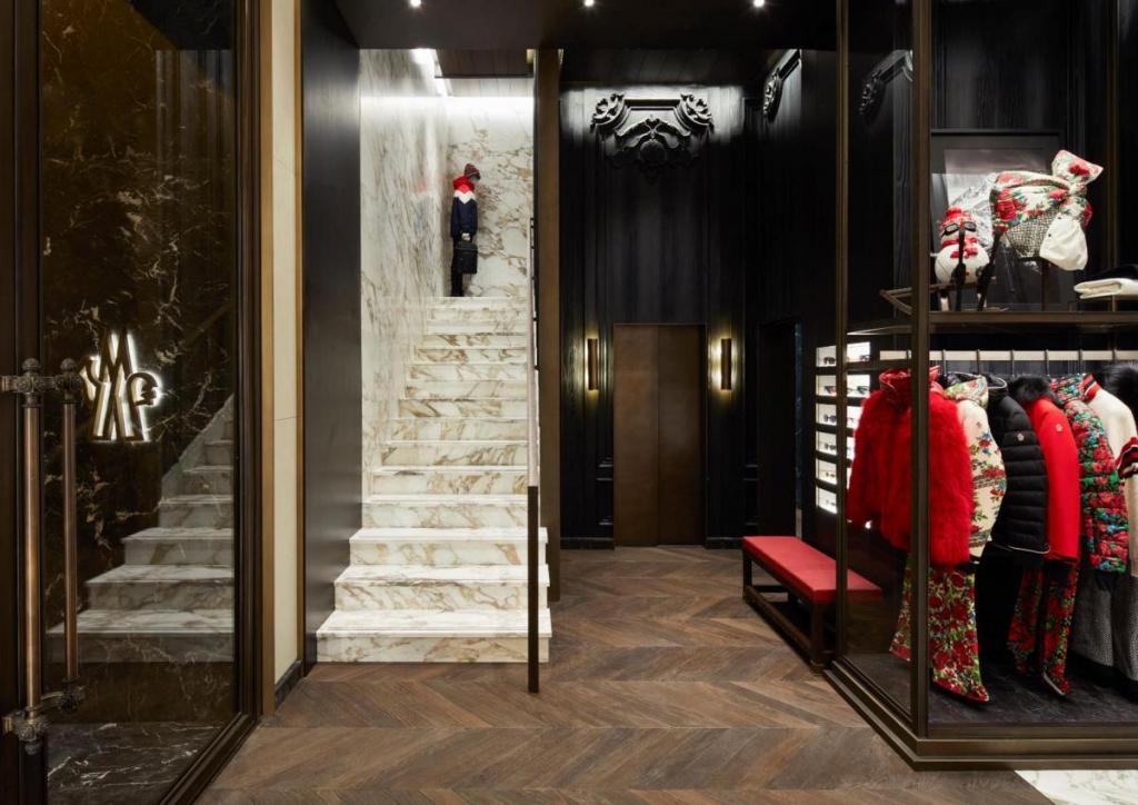 separation shoes 37233 3354e Moncler apre a Firenze | Fashion Times