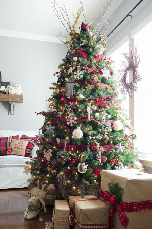 Se Invece Per Voi Il Natale è Bianco Saranno Le Atmosfere Scandinave,  Ricche Di Fascino E Stile, Ad Ispirare I Decori Per Il Vostro Albero.