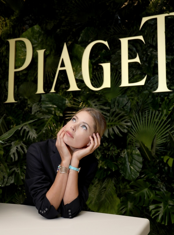 GENEVA, SWITZERLAND - JANUARY 15:  Doutzen Kroes visits the #Piaget booth during the #SIHH2018 on January 15, 2018 in Geneva, Switzerland.  (Photo by Remy Steiner/Getty Images for Piaget) *** Local Caption *** Doutzen Kroes