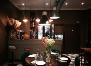 Organizzare una cena tra amici: le 3 cose da non dimenticare