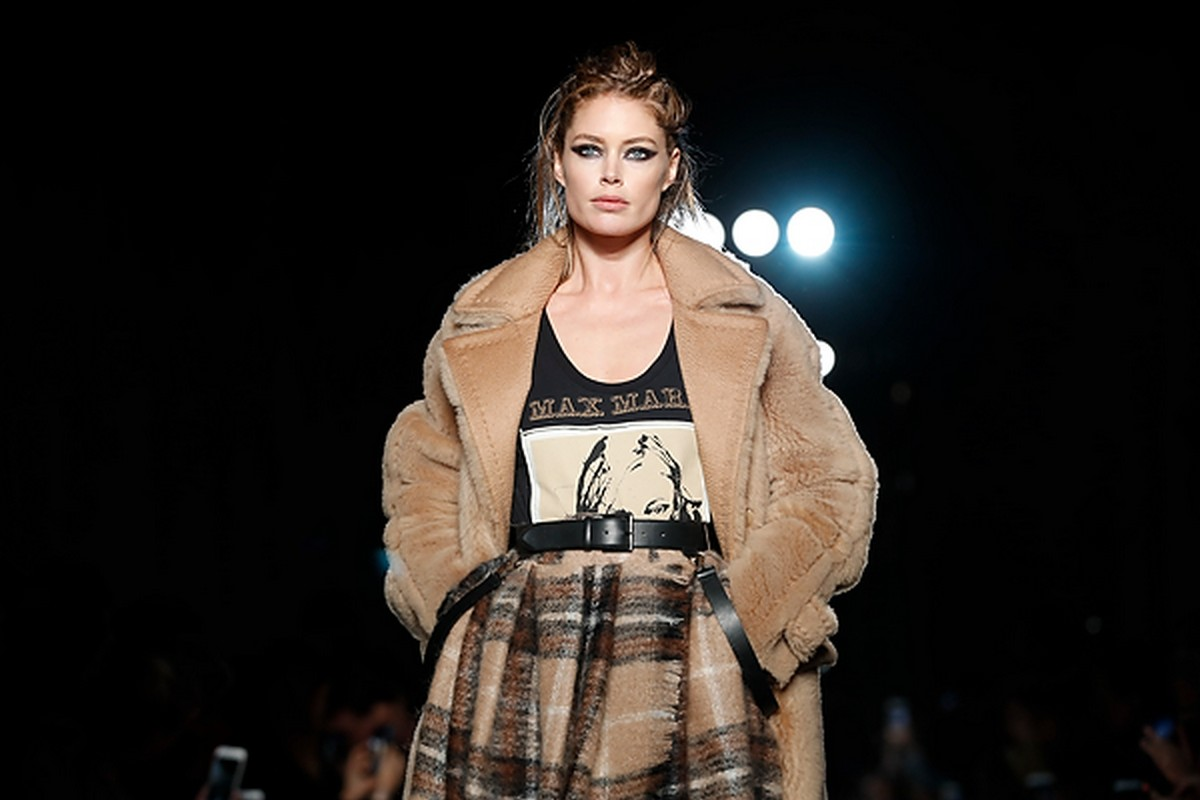 Sulle passerelle di Milano Moda Donna ha sfilato la collezione autunno  inverno 2018 2019 di Max Mara. dcad169a4ad