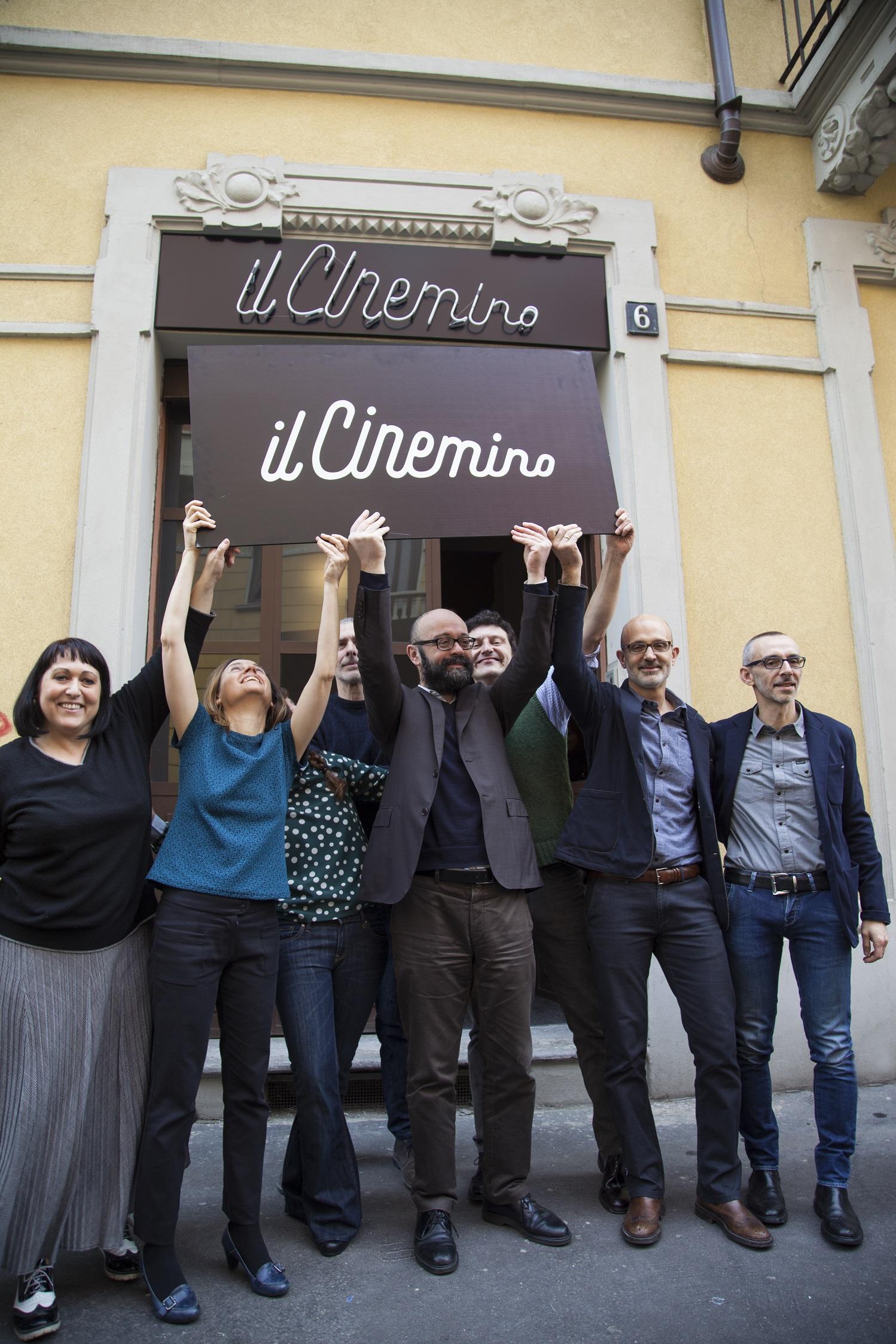 Il Cinemino - La squadra con cartello alto ©Carlo Prevosti