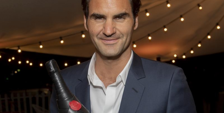 Moët & Chandon Roger Federer Tribute event_Roger Federer posing with 'Greatness Since 1998' magnum bottle