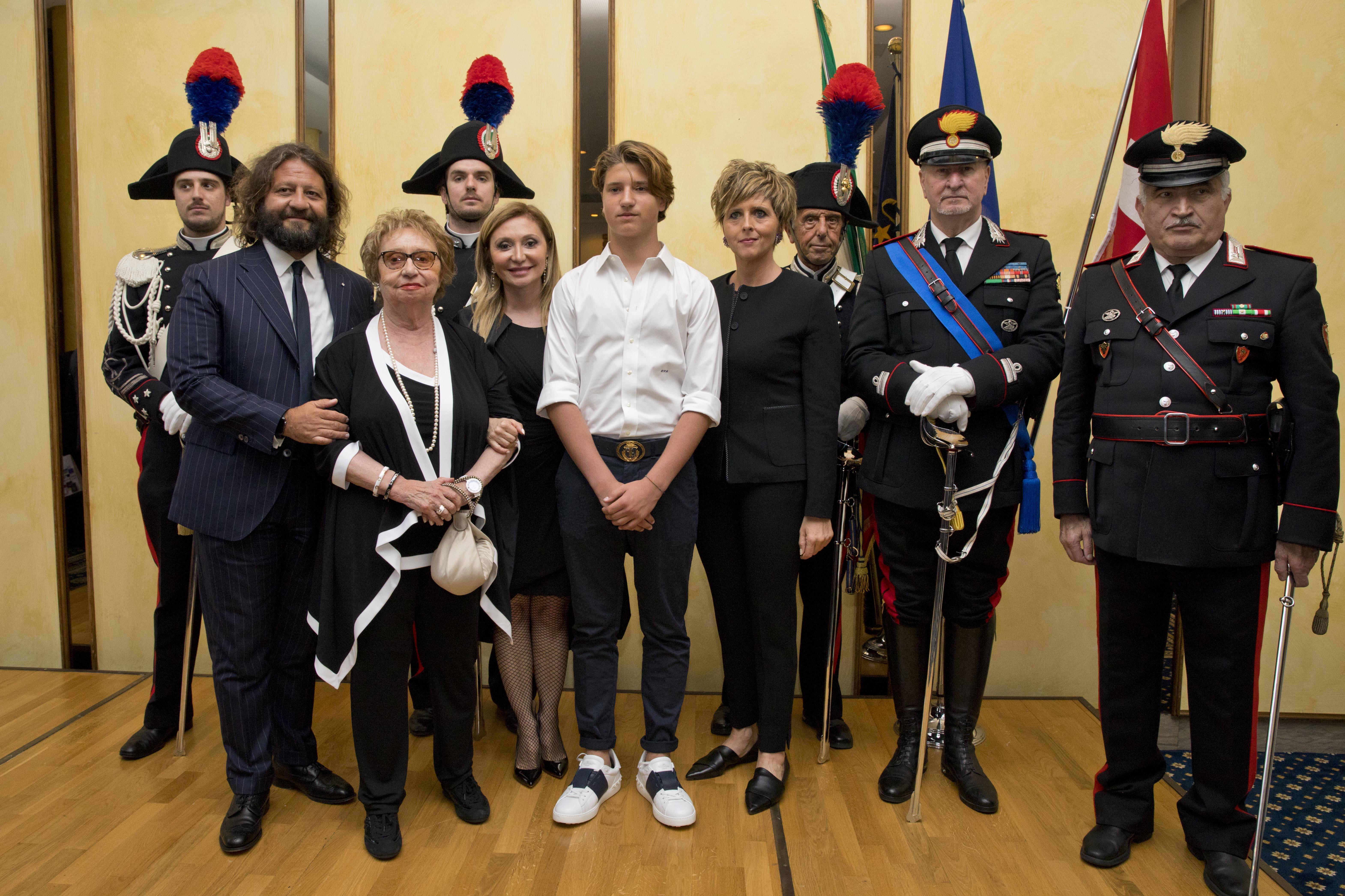 Da sinistra - Guido Damiani, Gabriella Damiani, Silvia Damiani, Leonardo Damiani e l'onorevole Erica Mazzetti