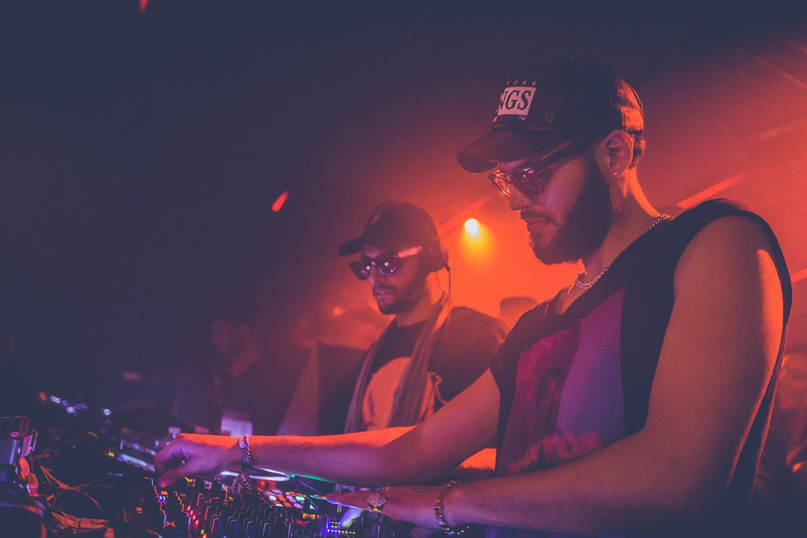 RAY-BAN_STUDIOS_FEEL YOUR BEAT_THE MARTINEZ BROTHERS