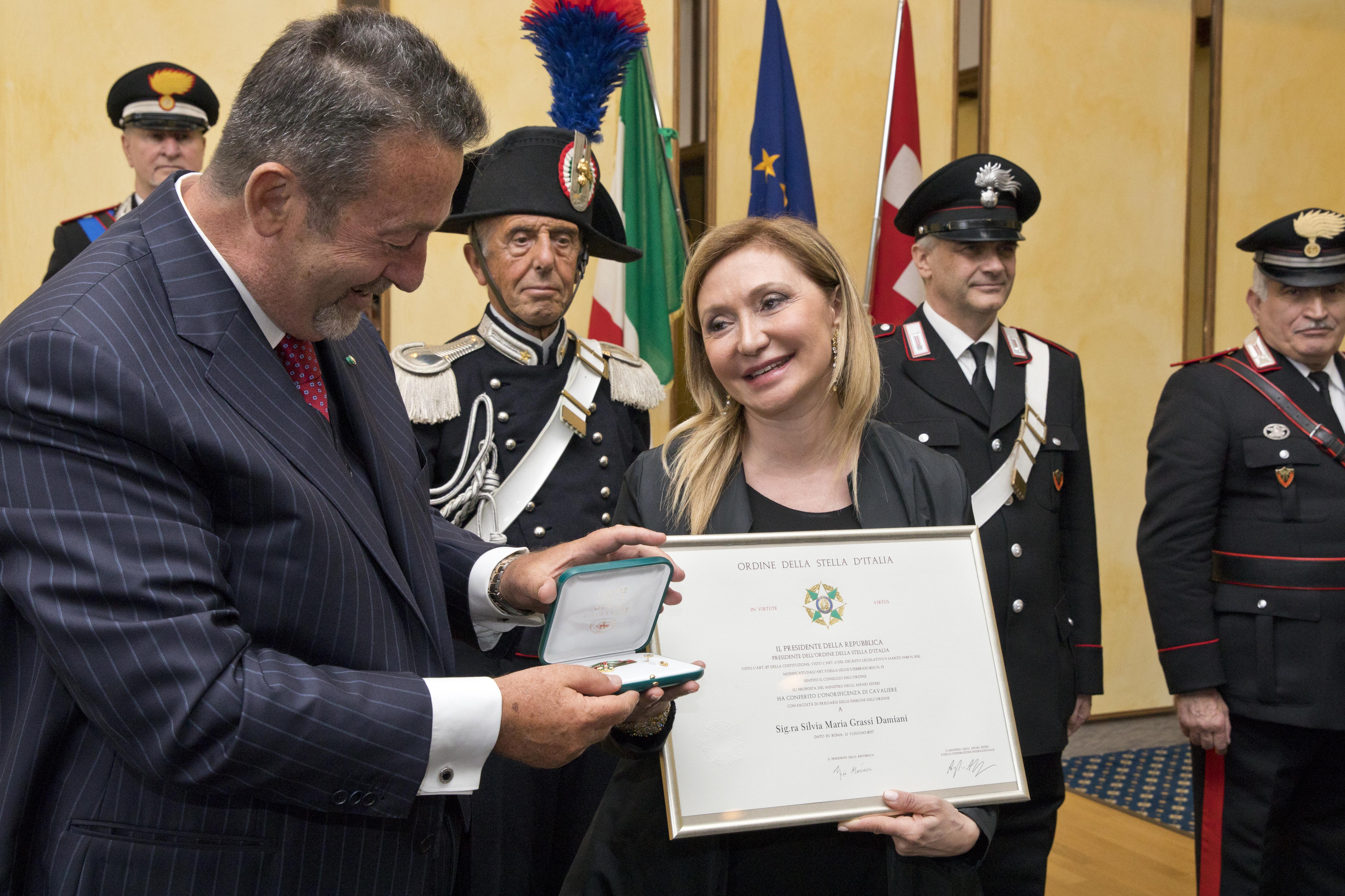 Silvia Damiani riceve l'onorificenza Stella d'Italia dal Console Generale d'Italia Marcello Fondi
