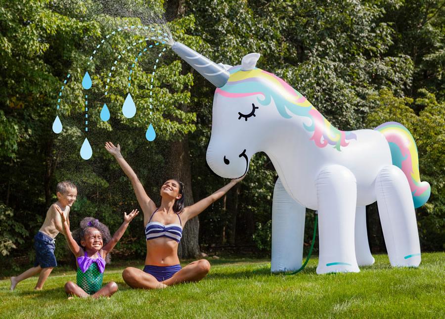 unicorno-gigante-spruzza-acqua