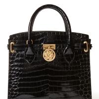 e50b64dd1076 La nuova Peony Bag di Guess Luxe è la it-bag di settembre