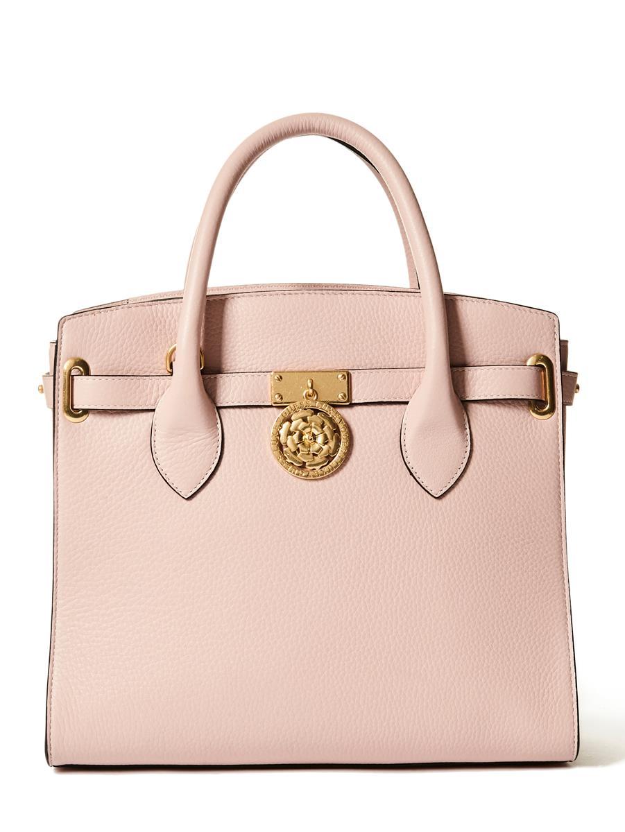 La nuova Peony Bag di Guess Luxe è la it bag di settembre