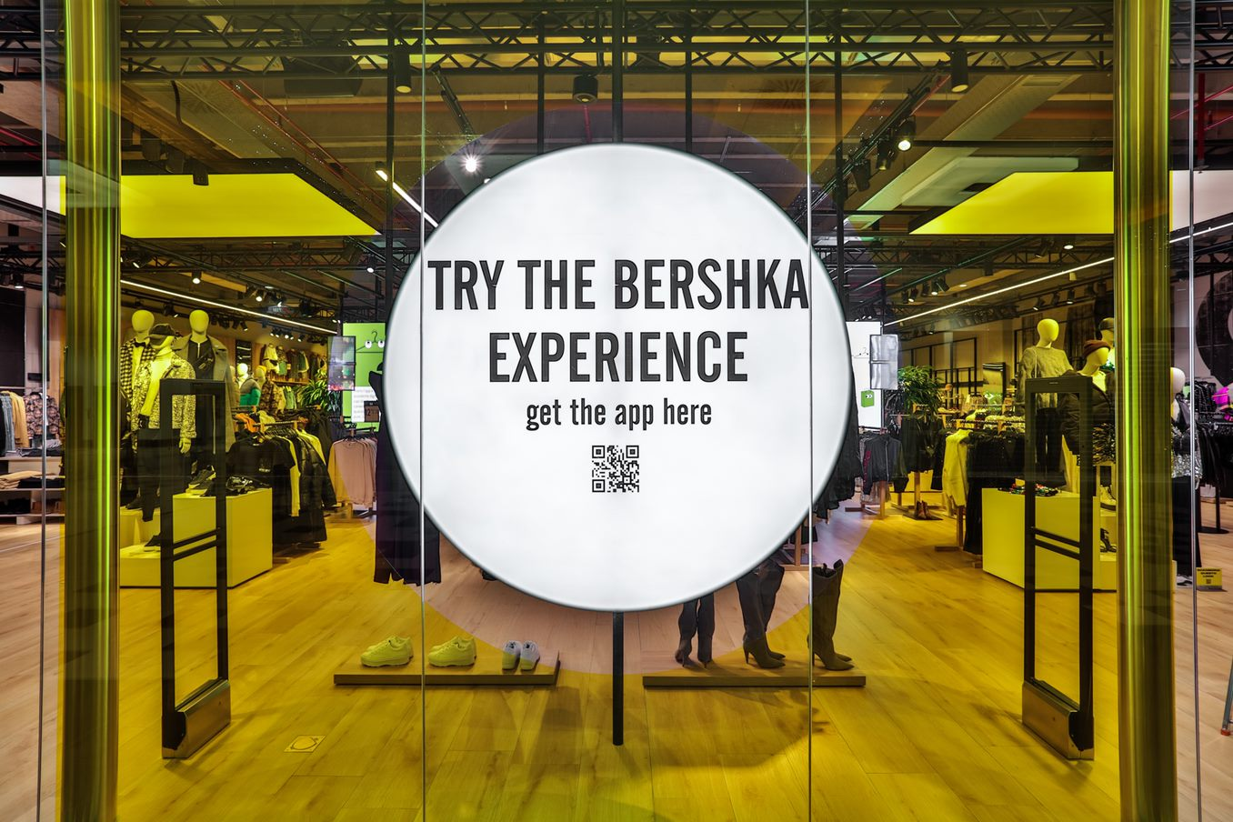 bershka shopping experience digital