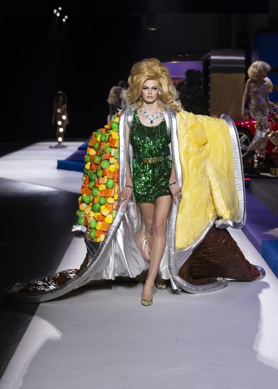 Moschino foto sfilata Autunno Inverno 2019 2020 – Fashion Times