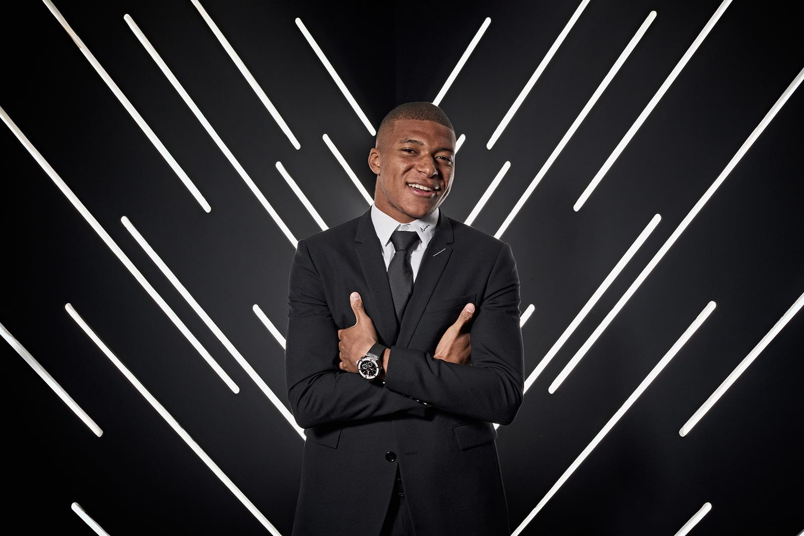 LONDON, ENGLAND - SEPTEMBER 24: Kylian Mbappe of France and Paris Saint-Germain is pictured inside the photo booth prior to The Best FIFA Football Awards at Royal Festival Hall on September 24, 2018 in London, England. (Photo by Michael Regan - FIFA/FIFA via Getty Images)