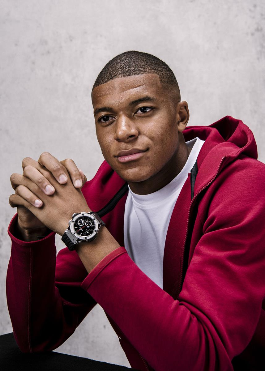 LONDON, ENGLAND - SEPTEMBER 24: Kylian Mbappe of France and Paris Saint-Germain poses for a portrait prior to The Best FIFA Football Awards at London Marriott Hotel County Hall on September 24, 2018 in London, England. (Photo by Gareth Cattermole - FIFA/FIFA via Getty Images)