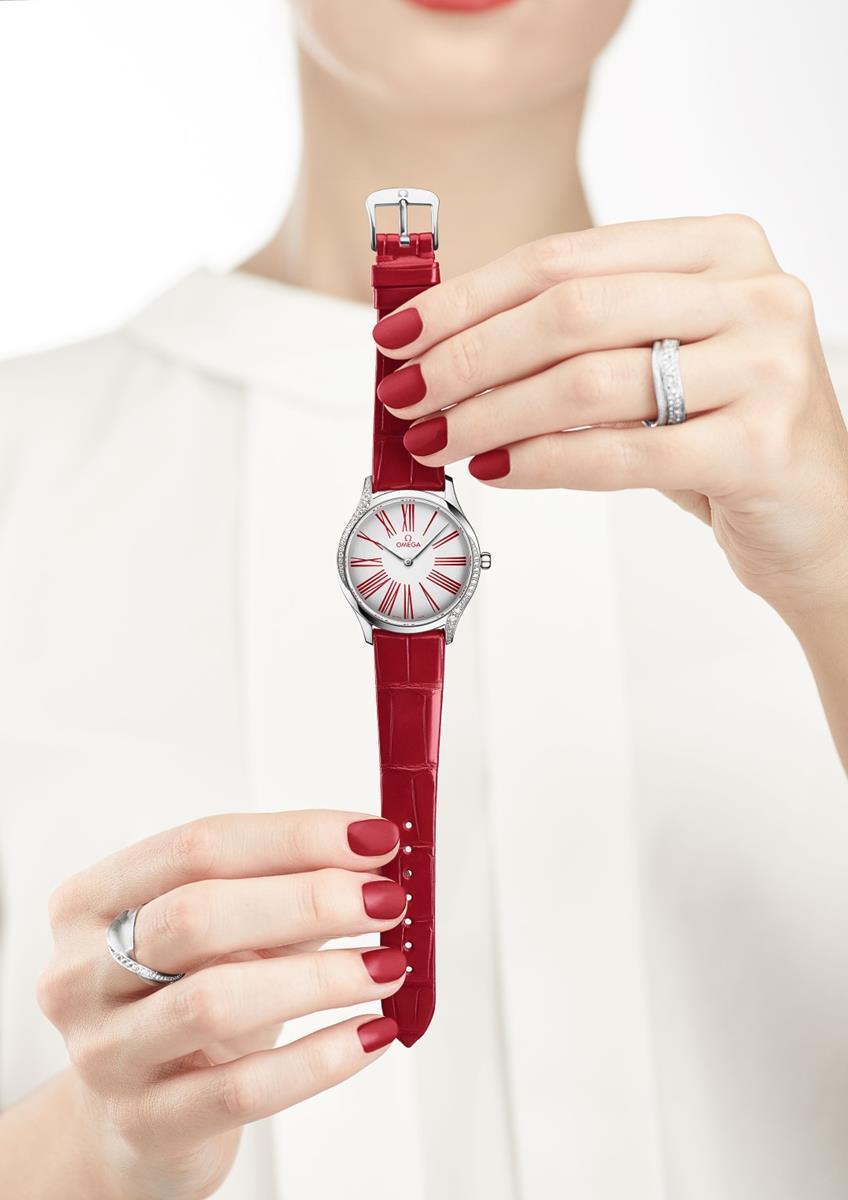 OMEGA Tresor: il rosso per il lusso femminile | Fashion Times