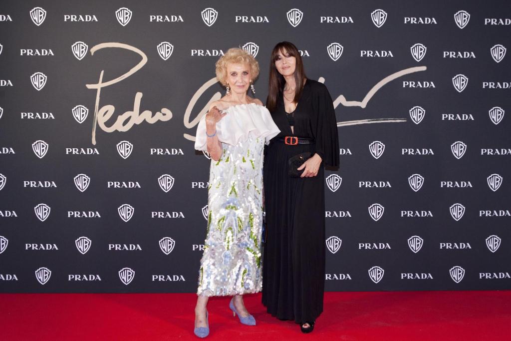 Monica Bellucci e un'amica