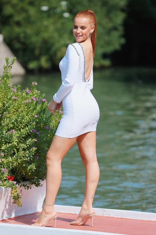 Ludovica Bizzaglia in PLEASEDONTBUY