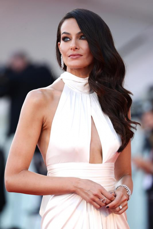 Paola Turani con gioielli Messika