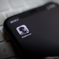 clubhouse app come funziona, stanze, come farsi invitare, come scaricarlo
